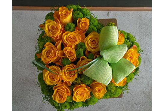 32. Seppele keltaisista ruusuista ja krysantemiasta