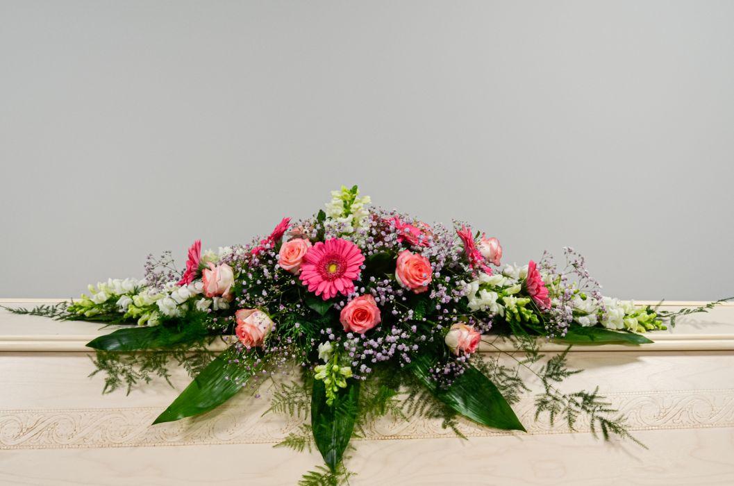 10. Arkunkansilaite valkoinen laijonankita, vaaleanpunainen ruusu, vaaleanpunainen gerbera ja vaaleanpunainen harso