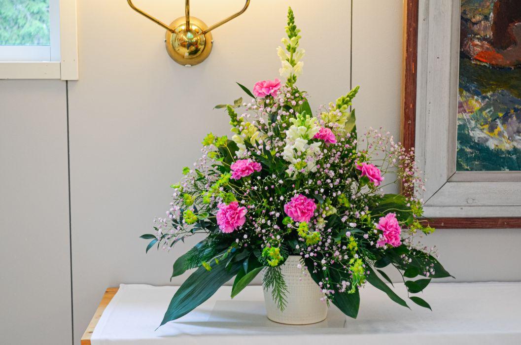 01. Koristelu kukat vaaleanpunainen neilikka, vaaleanpunainen harso ja valkoinen leijonankita.