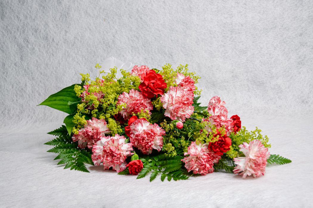 17. Hautakimppu kirjava neilikka, punainen oksaneilikka ja poimulehti