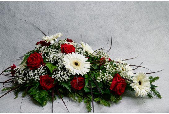 43. Kukkalaite punainen ruusu, valkoinen gerbera ja harso