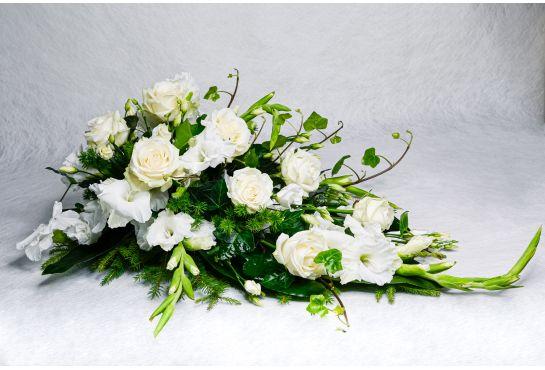 16. Kukkalaite valkoinen ruusu, valkoinen gladiolus ja muratti
