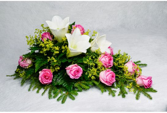 30. Kukkalaite vaaleanpunainen ruusu, valkolilja ja poimulehti
