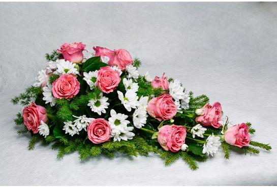 28. Kukkalaite vaaleanpunainen ruusu ja valkoinen krysanteemi
