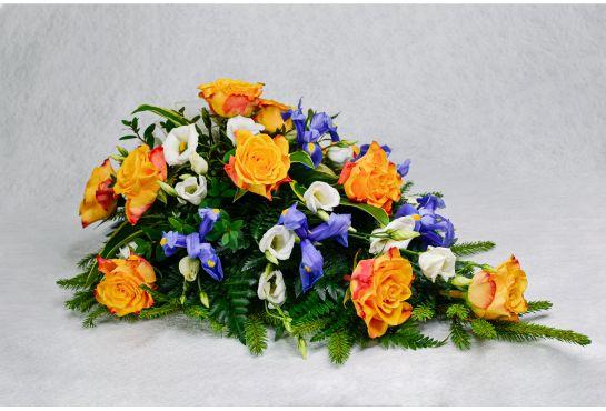 23. Kukkalaite oranssi ruusu, eustoma ja iiris