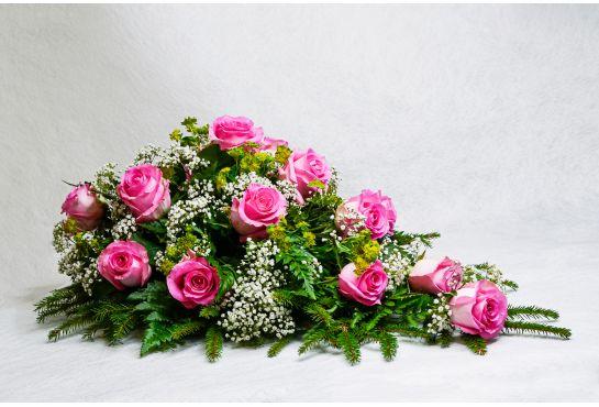 26. Kukkalaite vaaleanpunainen ruusu, harso ja kuusen oksia