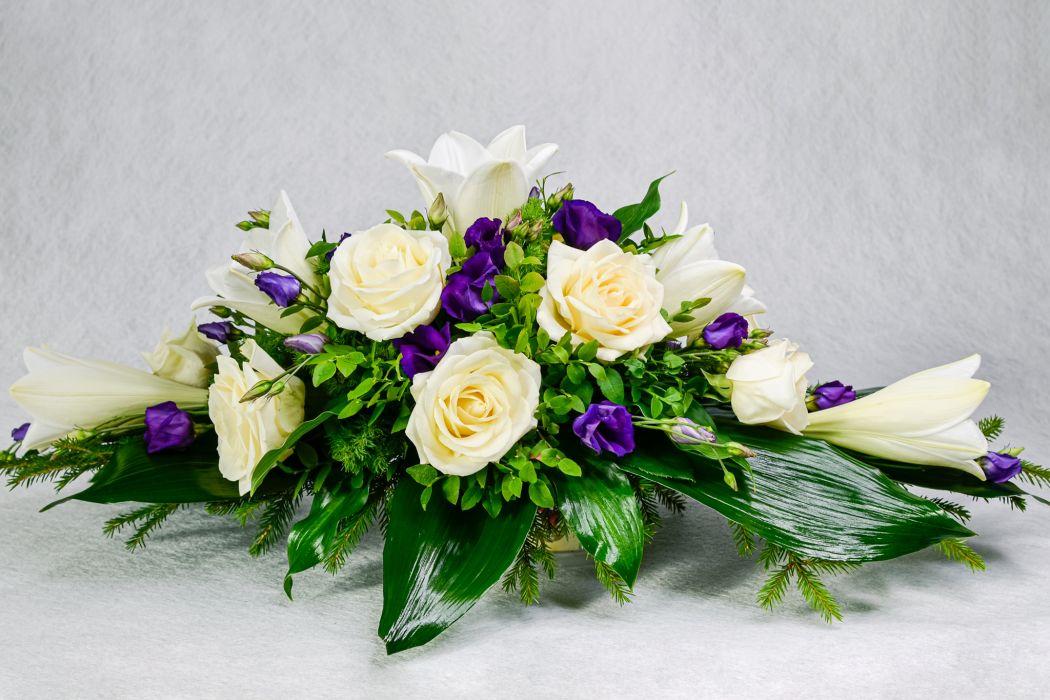 07. Arkunkansilaite valkoinen ruusu, valkolilja ja sininen eustoma
