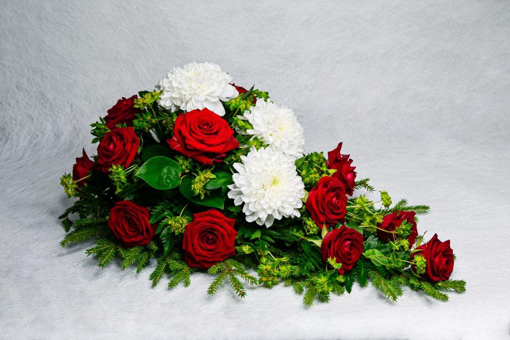 40. Kukkalaite punainen ruusu ja valkoinen krysanteemi