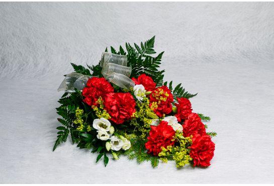 10. Hautakimppu punainen neilikka, valkoinen eustoma ja poimulehti