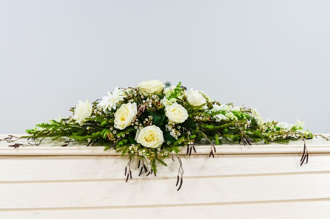 02. Arkunkansilaite valkoinen ruusu, valkoinen leijonankita ja vahakukka