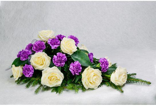 24. Kukkalaite liila neilikka ja valkoinen ruusu
