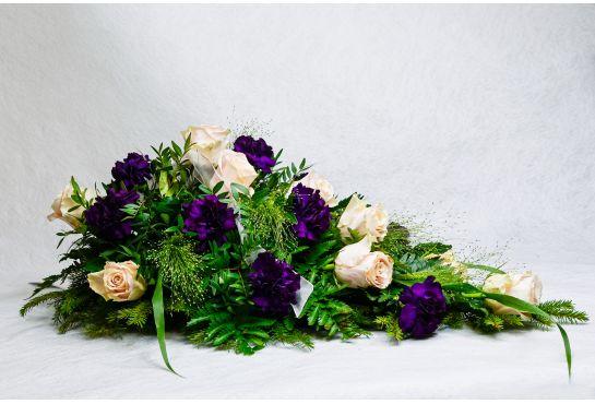 25. Kukkalaite liila neilikka ja punertava ruusu