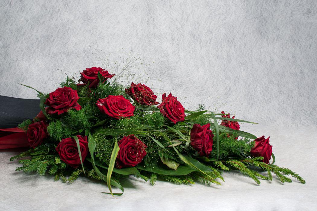 42. Kukkalaite punainen ruusu
