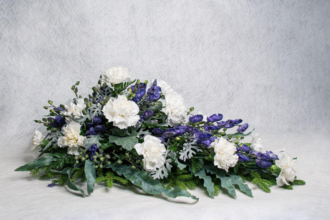 10. Kukkalaite valkoinen neilikka, hopealehti ja ukonhattu