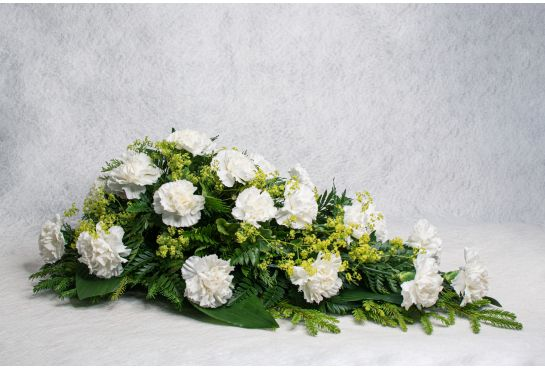 15. Kukkalaite valkoinen neilikka ja poimulehti