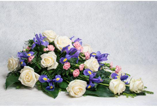 02. Kukkalaite valkoinen ruusu, iiris ja vaaleanpunainen oksaneilikka