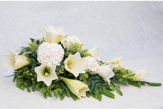 16. Kukkalaite valkoinen hortensia, valkolilja ja poimulehti