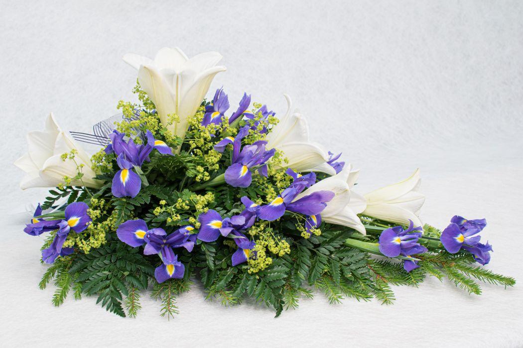 12. Kukkalaite valkolilja, poimulehti ja iiris