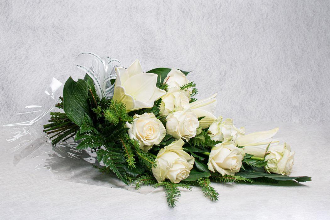 07. Hautakimppu valkoinen ruusu ja valkolilja