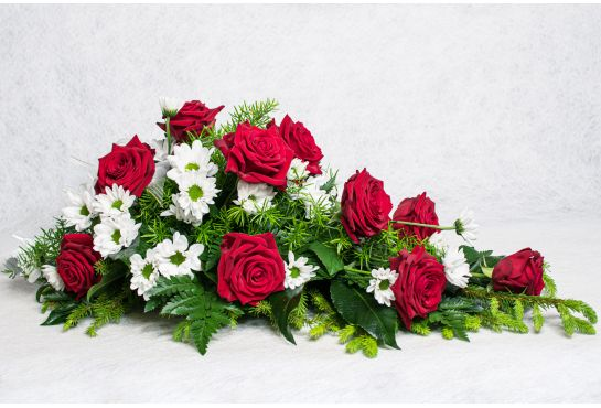 38. Kukkalaite punainen ruusu ja valkoinen krysanteemi