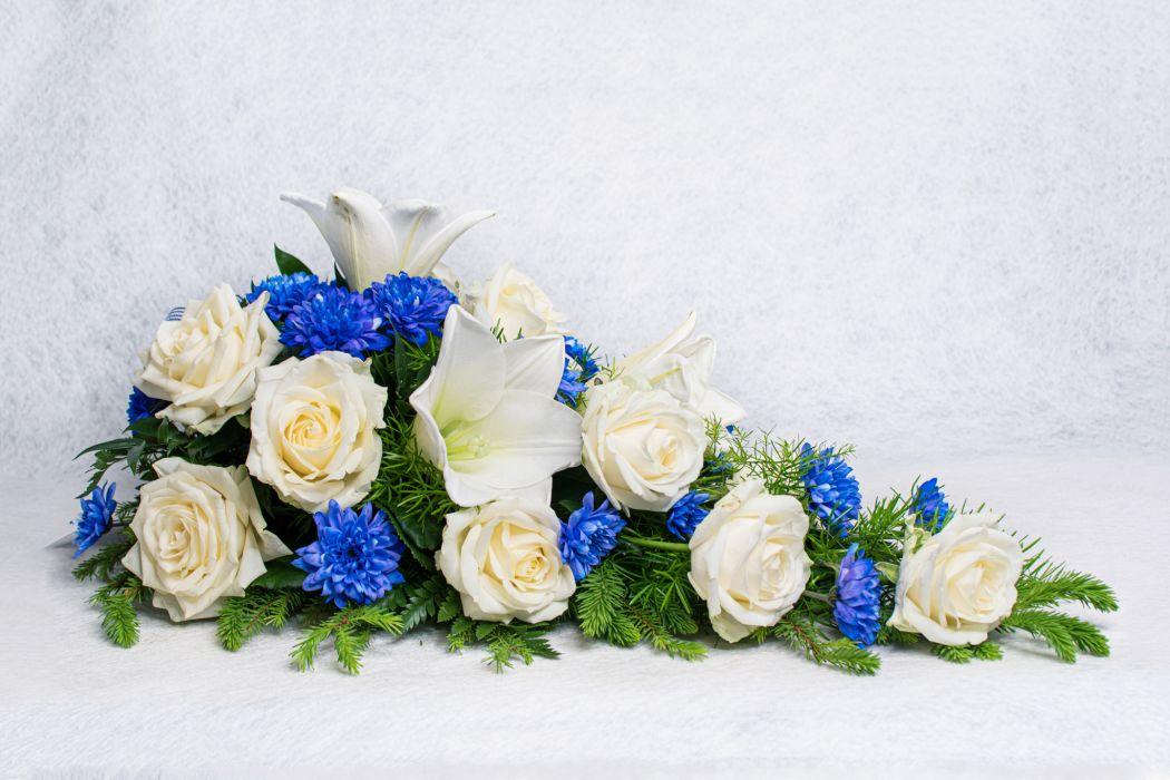 03. Kukkalaite valkoinen ruusu, sininen krysanteemi ja valkolilja