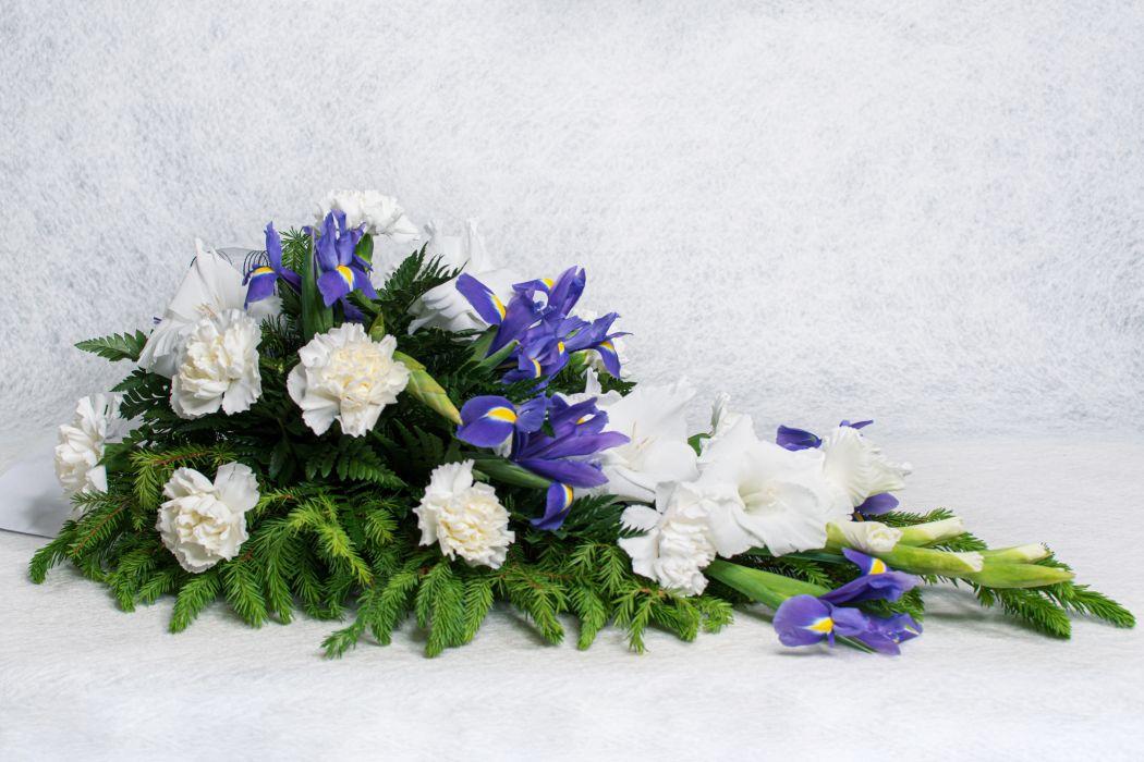 05. Kukkalaite valkoinen neilikka, iiris ja valkoinen gladiolus