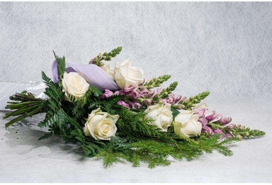 15. Hautakimppu valkoinen ruusu ja leijonankita