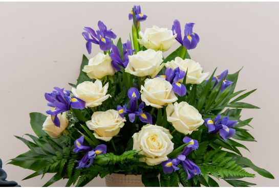 33. Koristelukukat valkoinen ruusu ja iiris