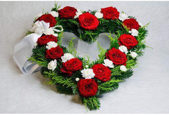 29. Avosydän punainen ruusu ja valkoinen oksaneilikka