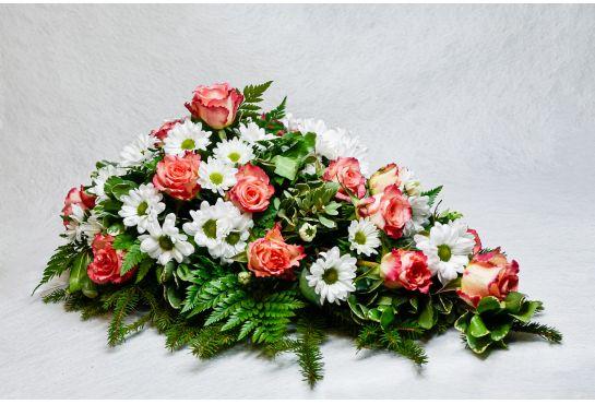 31. Kukkalaite lohenpunainen ruusu ja valkoinen krysanteemi